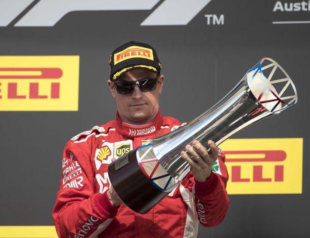 Kimi Räikkönen ja Austinin GP:n voittajan palkintopysti.