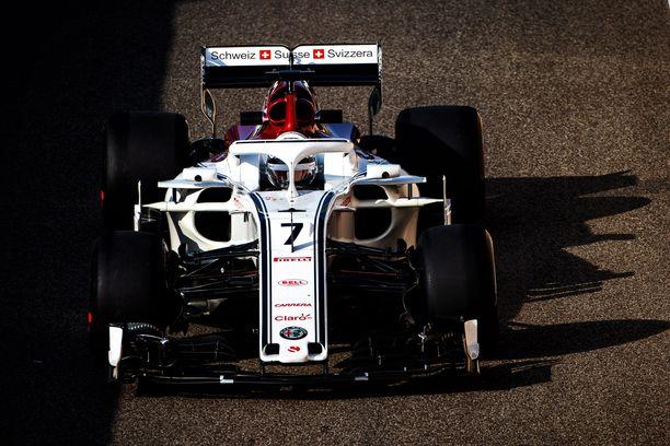 Kimi Räikkönen tutustui Sauberin vauhtiin tiistaiaamupäivällä.