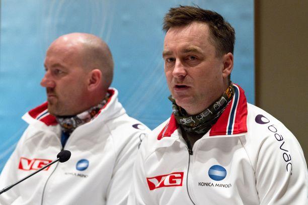Clas Brede Bråthen (oikealla) on riitautunut Norjan hiihtoliiton väen kanssa.