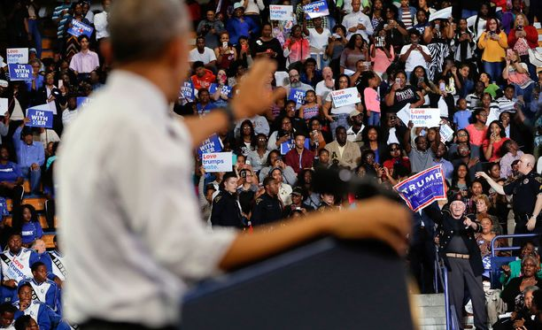 Trumpin kannattajat häiritsivät Barack Obaman puhetta marraskuussa Pohjois-Carolinassa.