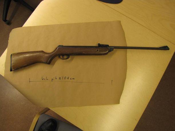 Tällä aseella uhria kidutettiin.