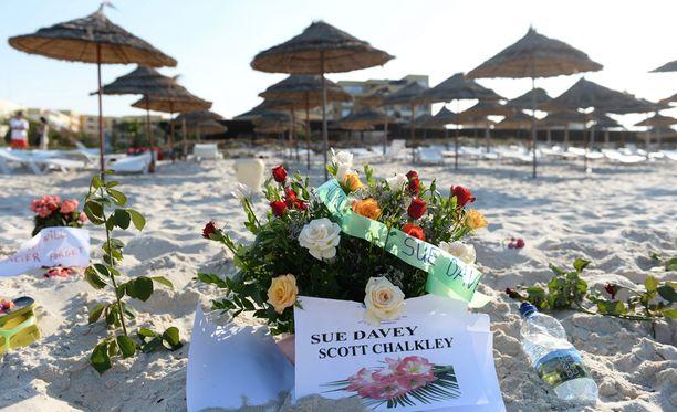 Tunisiassa surraan lähes 40 turistin kuolemaa perjantaisessa ammuskelussa.