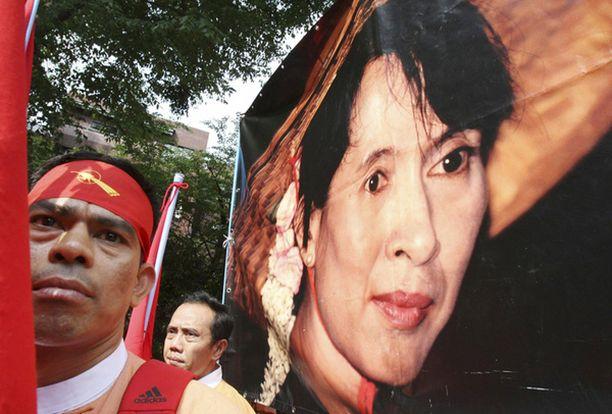 Aung San Suu Kyin oikeudenkäynti jatkuu maanantaina.