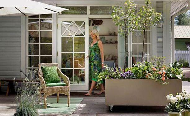 Siirrettävä kukkalaatikko on kätevä patiolla.