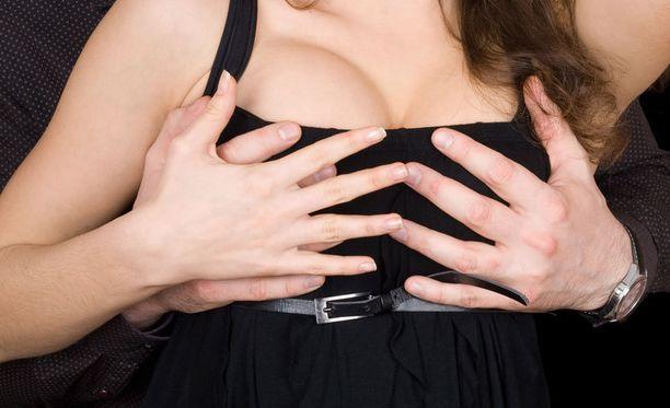 Kotioloissa puristelu tuskin ehkäisee rintasyöpää, mutta ei siitä haittaakaan ole osoitettu olevan.