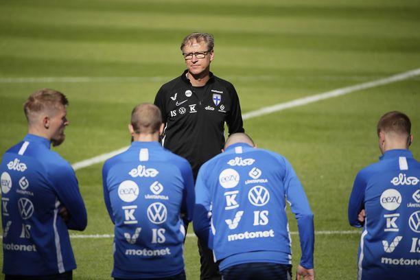 Päävalmentaja Markku Kanerva oli maanantaina uransa kovimmassa paikassa tuottaessaan pettymyksen EM-ryhmästä pudonneille.