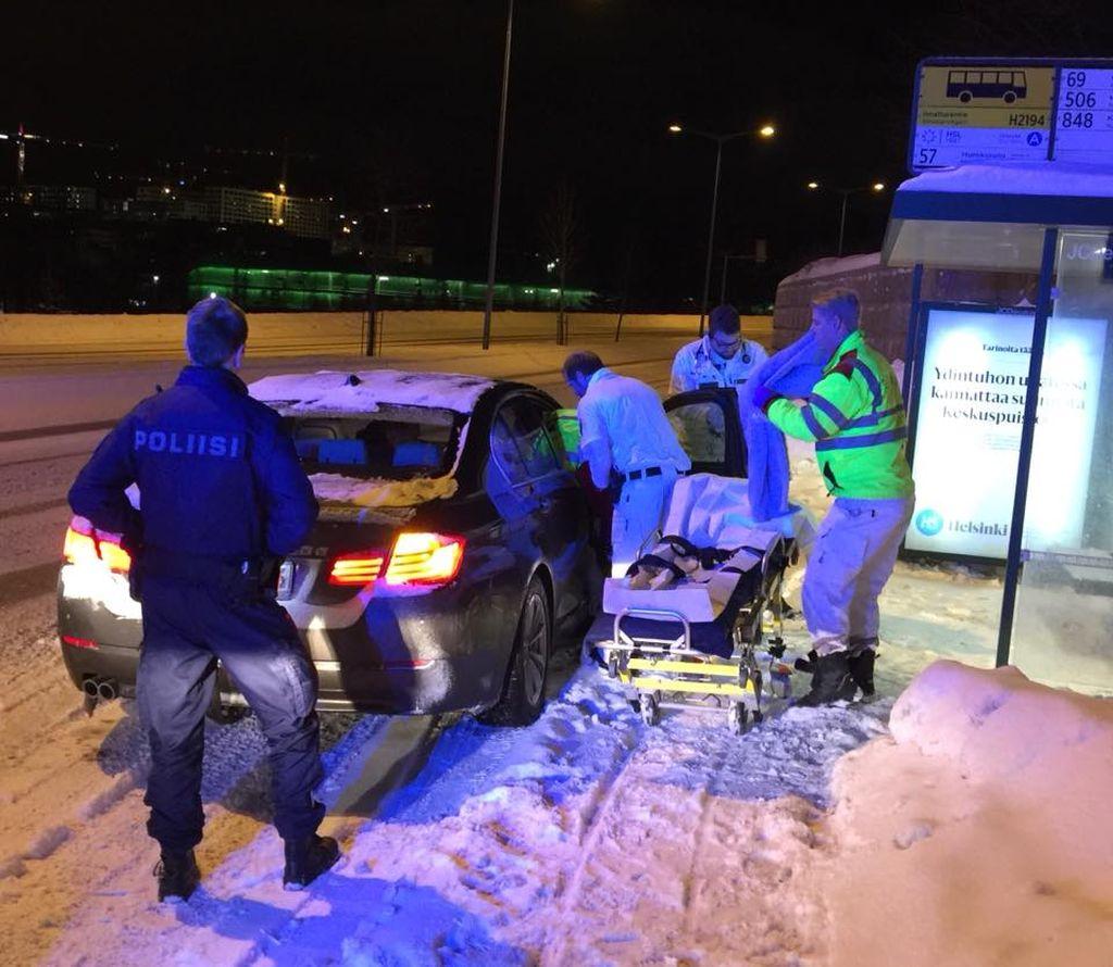 """Poliisipartion unohtumaton työvuoro - vauva syntyi pakkasyöhön autossa: """"eloisa ja huutava poikalapsi!"""""""