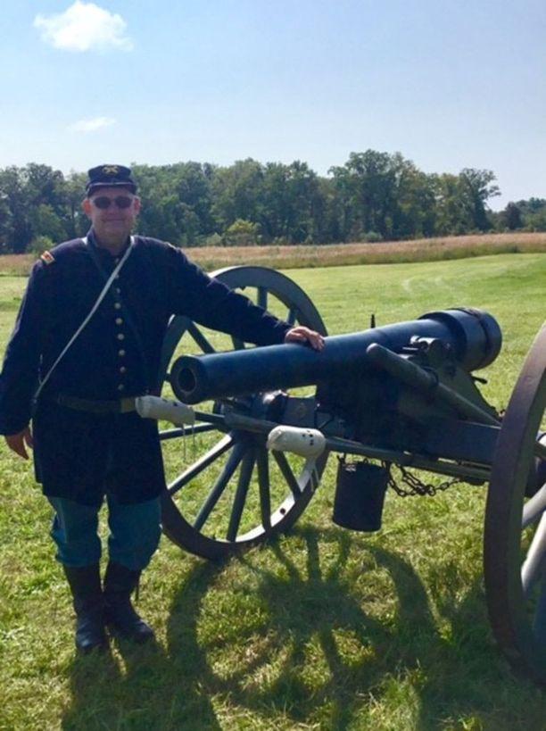 Mark Milby harrastaa sotahistoriaa ja järjestää viikonloppuisin ystäviensä kanssa sisällissotaa käsitteleviä näytöksiä Gettysburgin taistelukentillä.