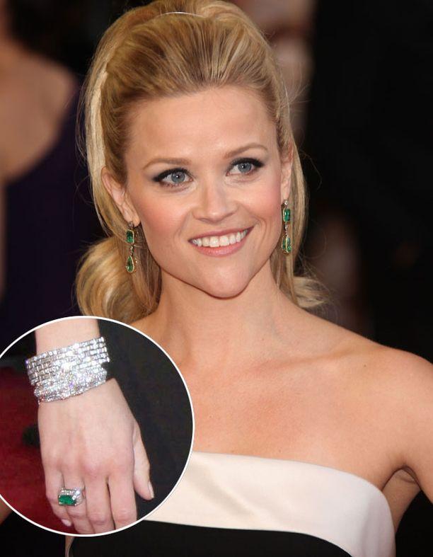 Smaragdeja oli myös Reese Witherspoonilla.