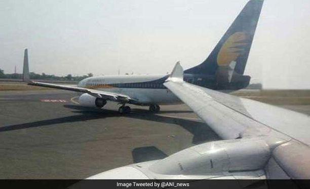 Ensiapuhenkilökunta auttoi matkustajat ulos koneista ja heidät lähetettiin kohteisiin korvaavilla lennoilla. Onnettomuuden syytä tutkitaan.