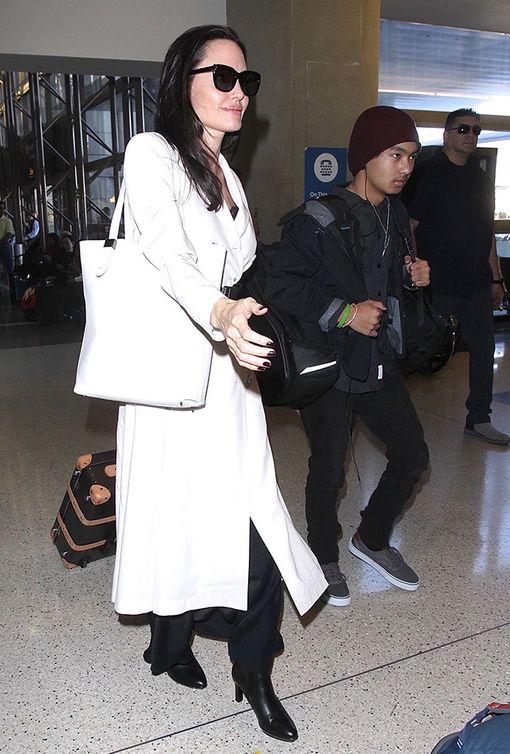 Angelina Jolie muuttaa Los Feliziin kuuden lapsensa kanssa.