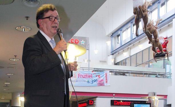 Euroedustaja Paavo Väyrynen aloitti perjantaina kansalaisaloitetta koskevan kiertueensa.