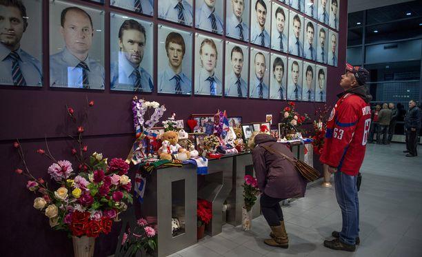 Koko Lokomotiv Jaroslavlin joukkue menetti henkensä lento-onnettomuudessa 7. syyskuuta vuonna 2011. Kuva lokakuulta 2014.