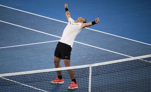 Rafael Nadal tuuletti vapautuneesti voitettuaan välierässä Grigor Dimitrovin.