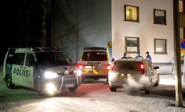 Järjestyshäiriön takia paikalle hälytetyt poliisit päätyivät tutkimaan paloittelusurmaa Pietarsaaren Permossa torstai-iltana.