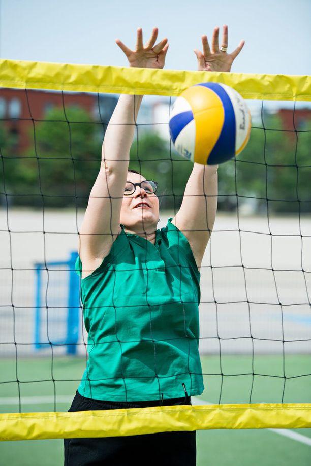 Rakkain liikuntalajini on lentopallo. Uupumuksen akuutissa vaiheessa huomasin, ettei urheileminen enää toiminutkaan palautumiskeinona, Maaret Lundahl sanoo.