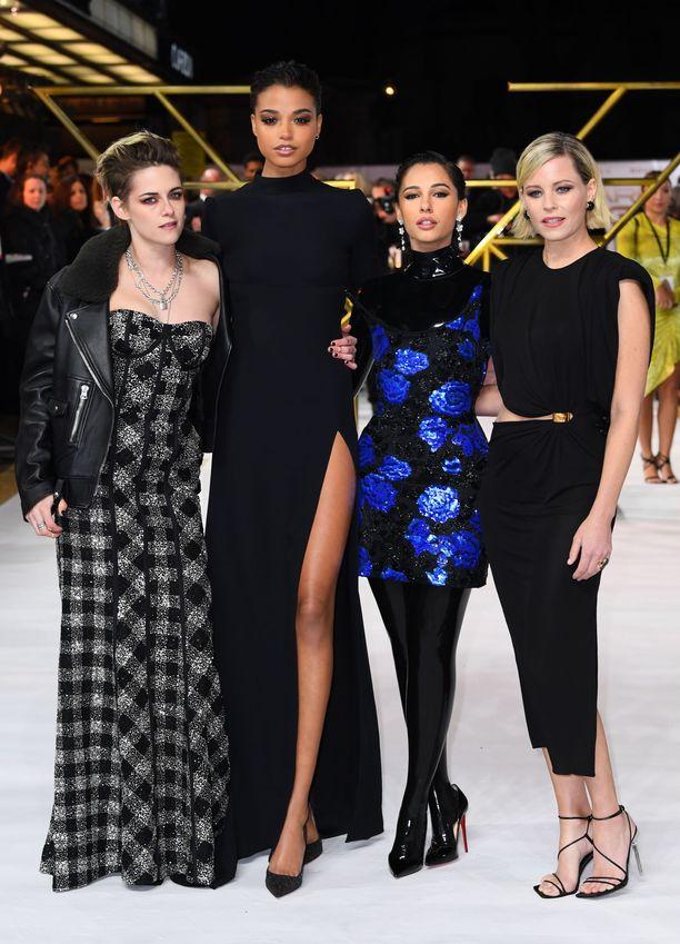 Kristen Stewart, Ella Balinska, Naomi Scott ja Elizabeth Banks poseeraavat Charlie's Angels -leffan ensi-illassa.