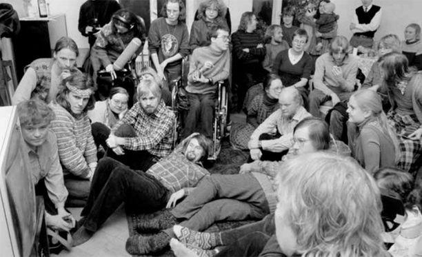Vihreä liitto päätti Tampereella 1987 pidetyssä kokouksessa perustaa puolueen.