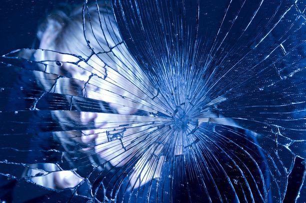 Väkivalta kohdistui poliisin tietojen mukaan ainoastaan naiseen. Asunnossa ollut lapsi säästyi.