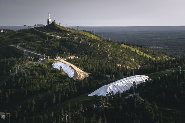 Varastolumen ansiosta hiihtokauden voi aloittaa ennätysaikaisin.