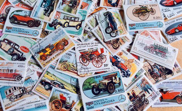Seurakuntayhtymän viraston työntekijää epäillään postimerkkien kavaltamisesta työpaikaltaan.