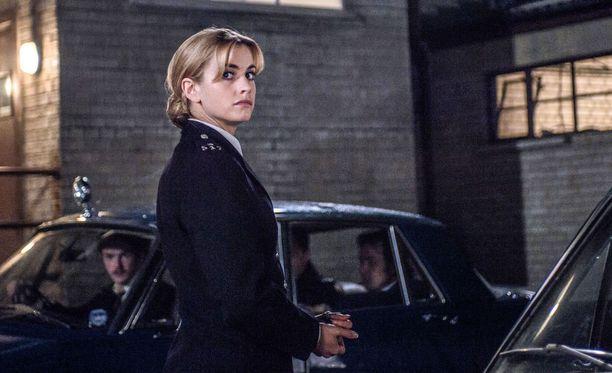 Stefanie Martini esittää nuorta Jane Tennisonia, jonka on tehnyt tutuksi Helen Mirren.