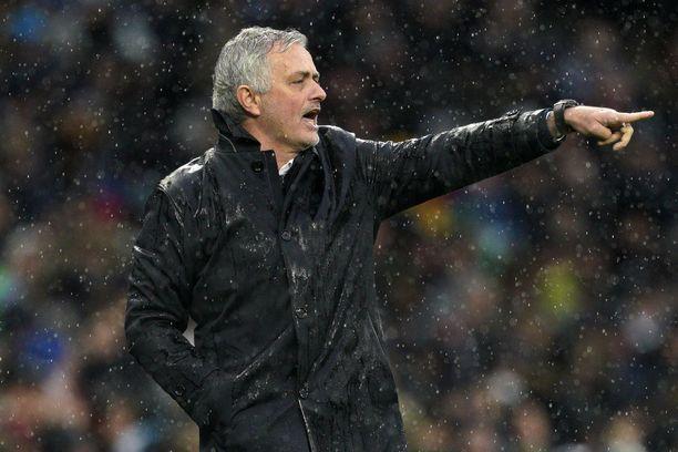 Jouluna menehtyneen lemmikkinsä poismenosta toipuva José Mourinho sai vähän lohtua Tottenhamin toisen jakson esityksestä.