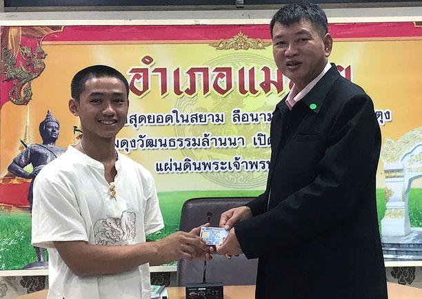 Adul Sam-onin vanhemmat ovat kotoisin Myanmarin itsehallintoalueelta.
