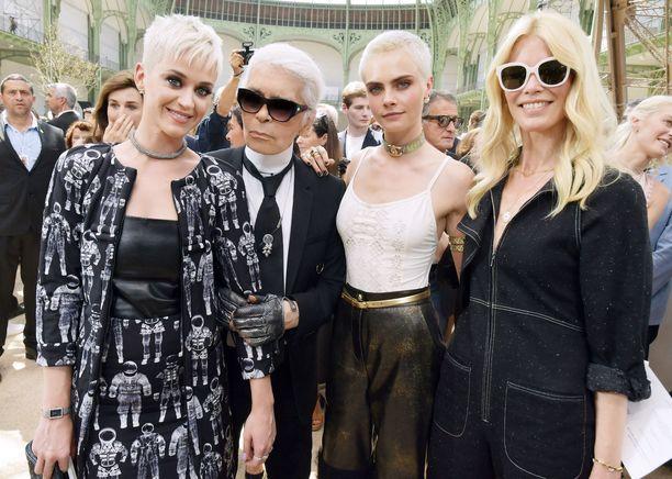 Katy Perry, Karl Lagerfeld, Cara Delevingne ja Claudia Schiffer.
