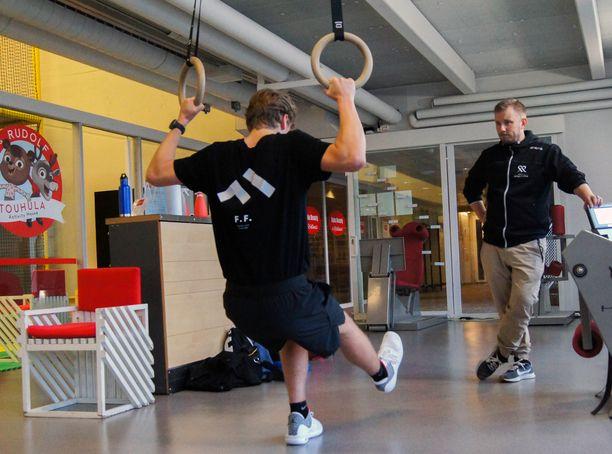 Freestylen big airin laskija Elias Syrjä kuntouttaa vasenta jalkaansa.