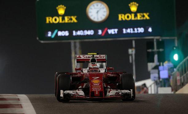 Kimi Räikkönen pääsee sunnuntain kisaan neljännestä ruudusta.