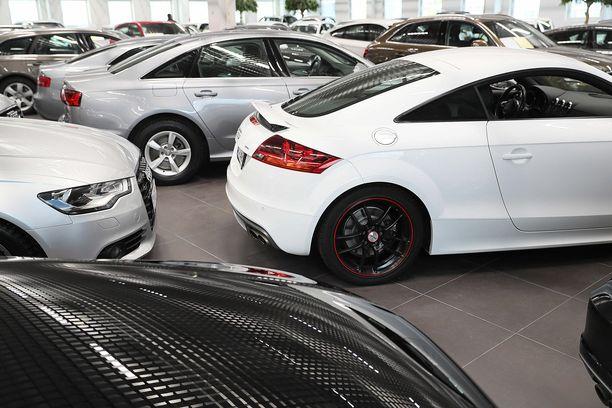 Raha ratkaisee autokaupassa, myös arvonalenema on rahaa.