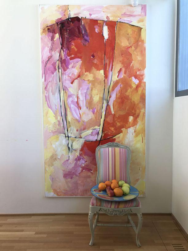 Anu Pentikin sisustukseen kuuluvat voimakkaat värit.