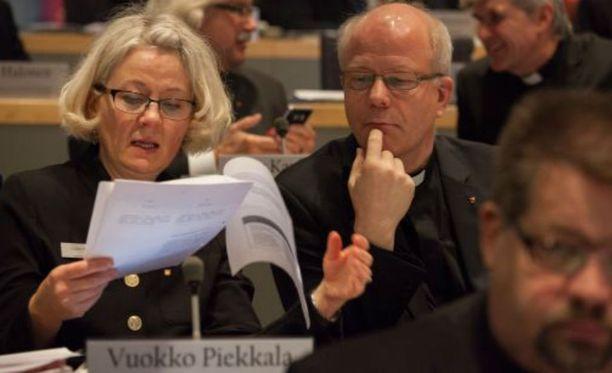 Vuokko Piekkalan (vas.) suora kommenttilinja hiertää palkansaajaosapuolia.