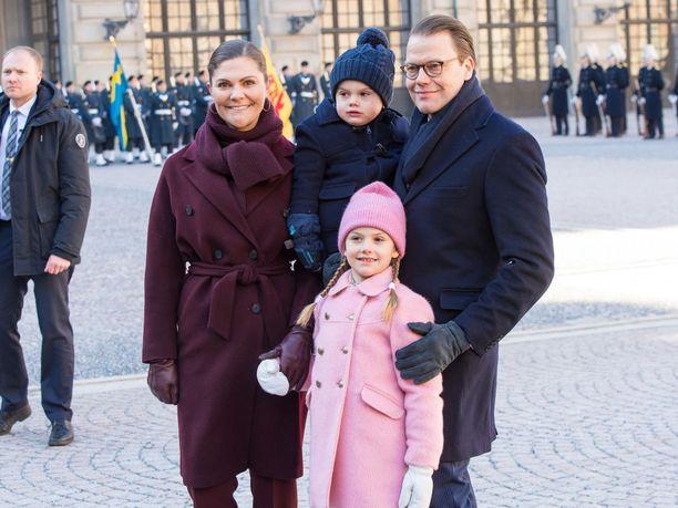 Kruununprinsessa Victoria, Oscar, Estelle ja Daniel ovat mukana hyväntekeväisyyskampanjassa.