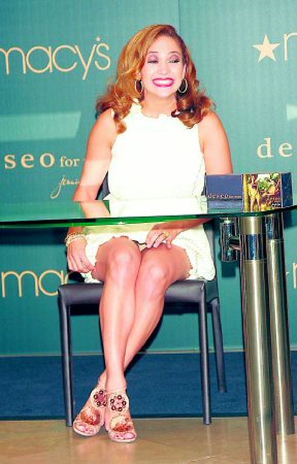 OHO! Jennifer Lopez valitsi ylleen liian kireän hameen.