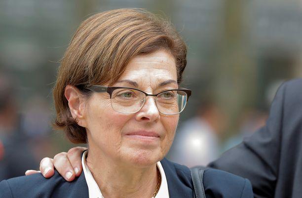 Nancy Salzman purskahti itkuun kuullessaan tuomiostaan keskiviikkona.