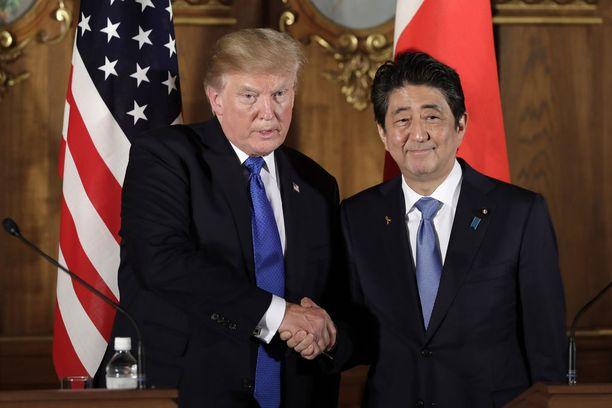 Trump ja Abe ovat useita kertoja kehuneet välejään.