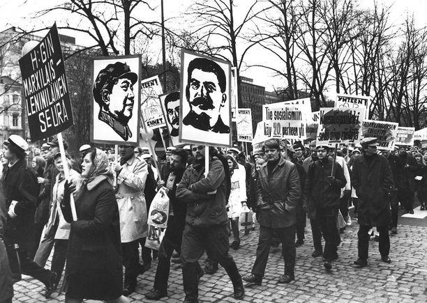 Kommunistisen puolueen sisäinen kiista tuli ilmi myös vappukulkueissa vuonna 1969. Helsingissä marxilais-leniniläinen seura esiintyi Mao- ja Stalin-tunnuksin.