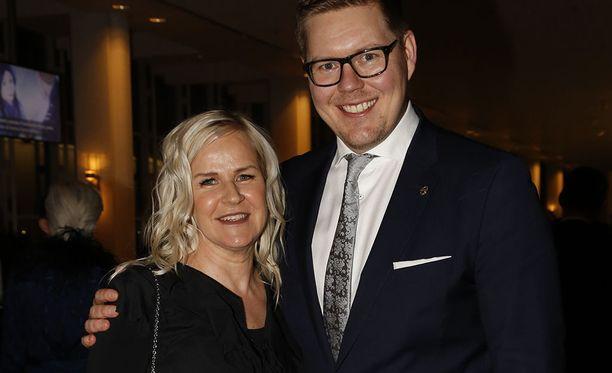Pariskunnan esikoinen syntyi Helsingin naistenklinikalla. Kaija ja Antti iloitsivat vapaaillasta.