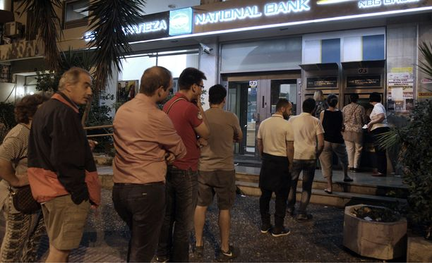 Kreikan pankkiautomaateista nostettiin päivän aikana noin 600 miljoonaa euroa.