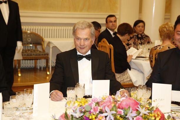 Presidentti Niinistö isännöi diplomaattipäivällisiä Presidentinlinnassa torstai-iltana.