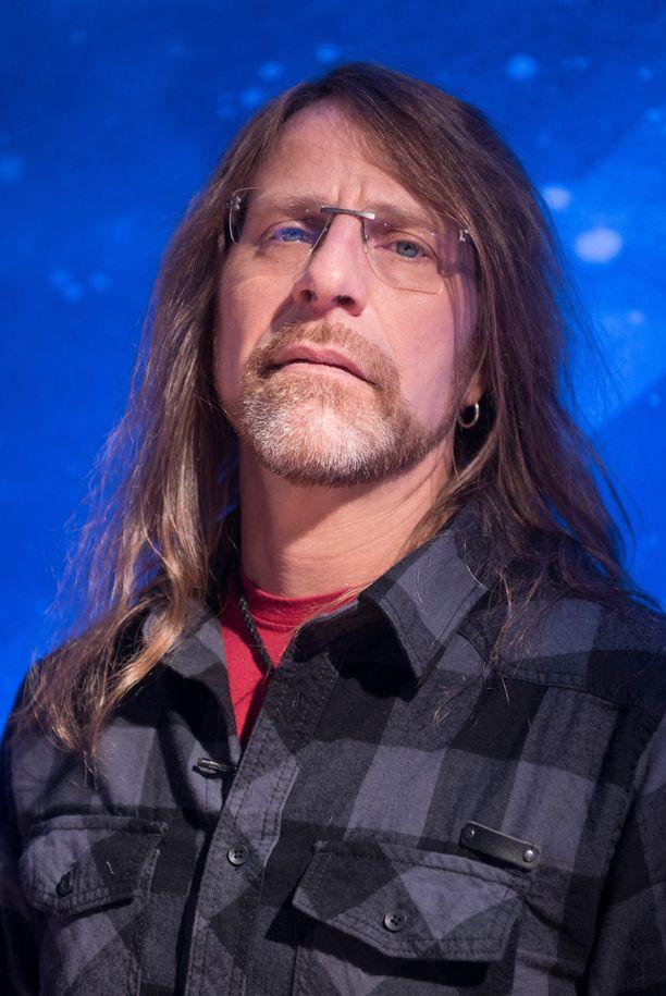 Toimittaja Jone Nikula tunnetaan hevi- ja rock-miehenä sekä Idols-tuomarina.