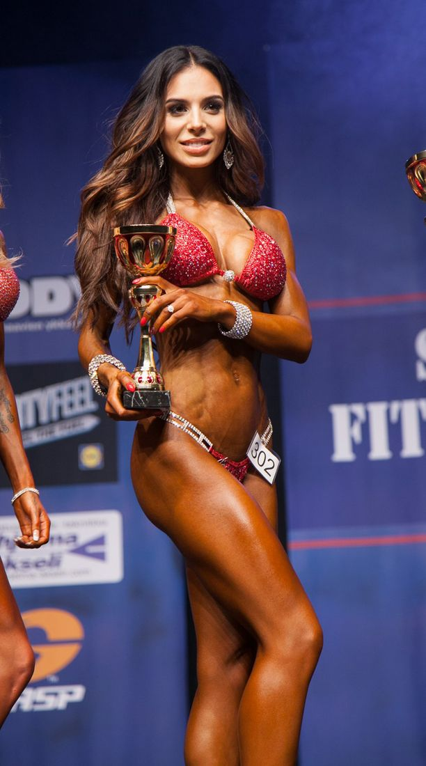 Sofia Belórf debytoi IFBB:n kisoissa keväällä 2015 Fitness Classicissa ja saavutti oman pituusluokkansa kakkossijan bikini fitnessissä.