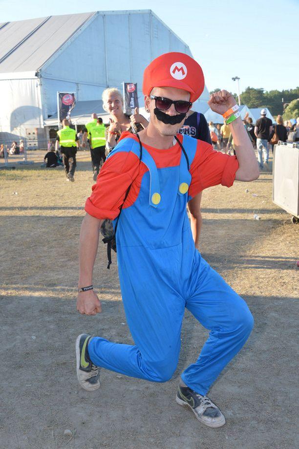 Turkulainen Martin Rönnqvist oli naamioitunut Super Marioksi.