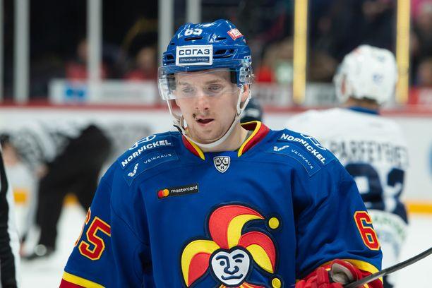 Sakari Manninen siirtyi Jokereihin kuluneeksi kaudeksi ruotsalaisesta Örebrosta. Sitä ennen hän pelasi kaksi kautta HPK:ssa.