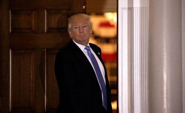 Yhdysvaltain tulevan presidentin Donald Trumpin taloudellinen neuvonantaja Stephen Moore uskoo vaalituloksen muuttamisen johtavan sisällissodan tapaiseen tilanteeseen.