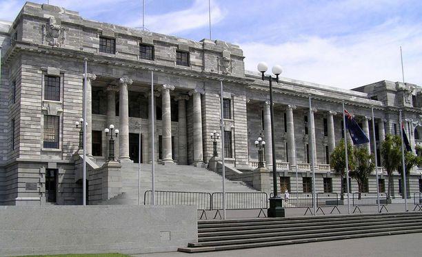 Teko tapahtui puoli neljän aikaan torstaina parlamenttitalon edessä.