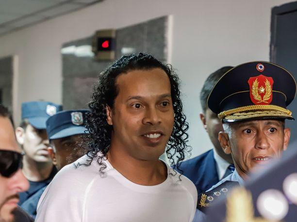 Ronaldinho on ollut virkavallan tarkkailussa jo maaliskuun alusta lähtien.