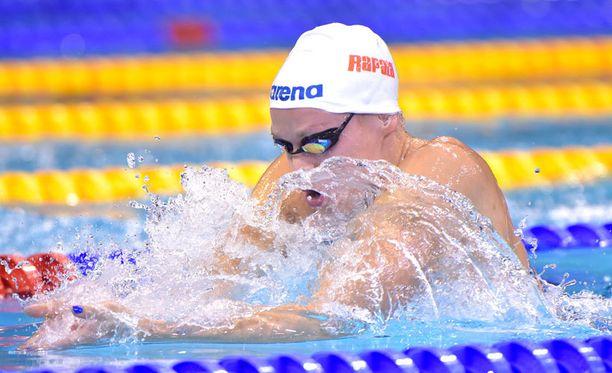 Jenna Laukkanen kuittasi välieräpaikan MM-uintien avauspäivänä.